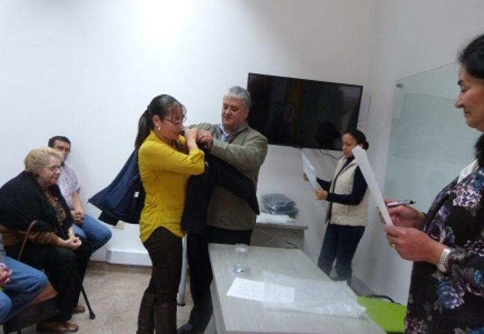 """Entrega de chaquetas distintivas para los estudiantes de la sede  """"Beatriz Gaitán Azuero de Romero"""""""
