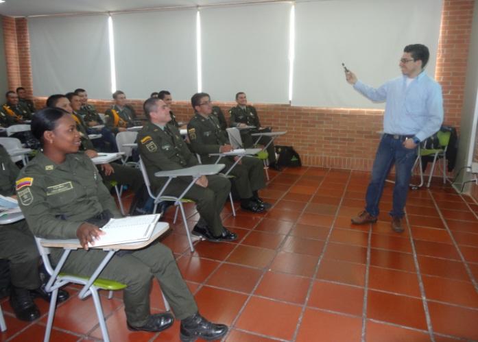La Policía Nacional en las aulas de clase de UNIAGRARIA