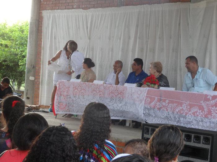 Ceremonia de graduación para alfabetizadores y alfabetizados del convenio  entre UNIAGRARIA y el Grupo Agroempresarial  Hacienda La Gloria