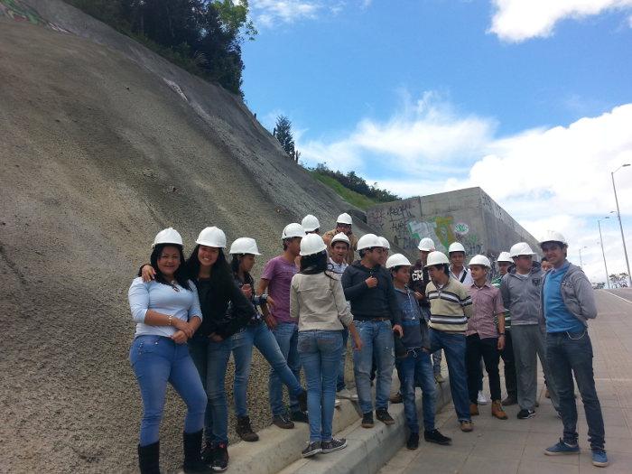 Futuros estudiantes de Ingeniería Civil en Facatativá