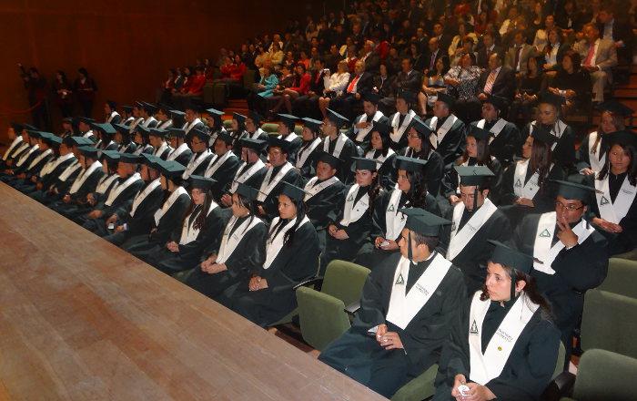 """""""¿Por qué a los colombianos nos cuesta tanto aspirar a la excelencia? """", Rector durante la ceremonia de grados"""