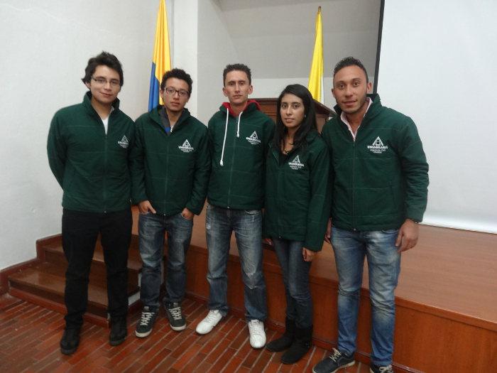 Entrega de chaquetas distintivas para los estudiantes monitores de cada programa académico en Uniagraria