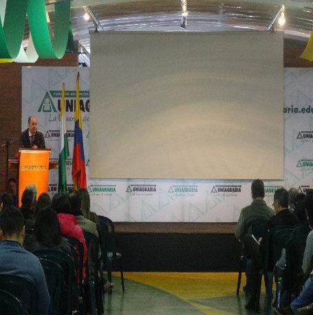 Pie de foto: Dr. Miguel Ángel Recuerda Girela, Expositor Internacional, con la Temática: Derecho Alimentario: Seguridad Alimentaria y Calidad de los Alimentos.