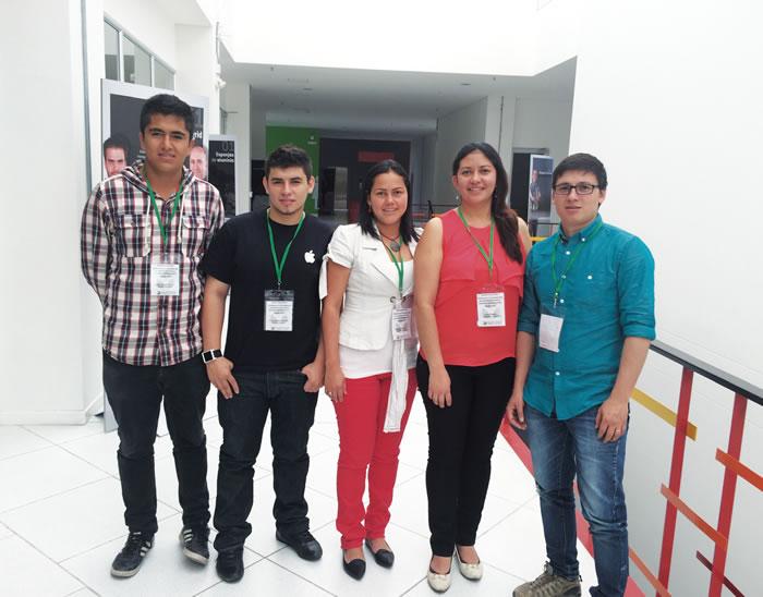 En la foto de derecha a izquierda.  Docentes: Andrés Ramírez D., Diana Fajardo S., Yudtanduly Acuña M. y los estudiantes Kevin Mayorga y Jeison Vargas