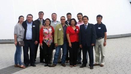 En la foto: Instalaciones de FESTO Alemania, junto con participantes latinoamericanos del Campus Week