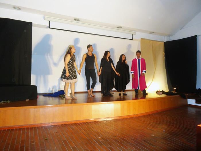 En la foto: Grupo de Teatro de Uniagraria con la Obra Catarsis. Foto tomada por Andrea Hernández, Periodista Uniagraria.
