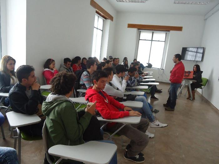 Estudiantes de las Dependencias Beatriz Gaitán Azuero de Romero presentaron prueba de clasificación de inglés