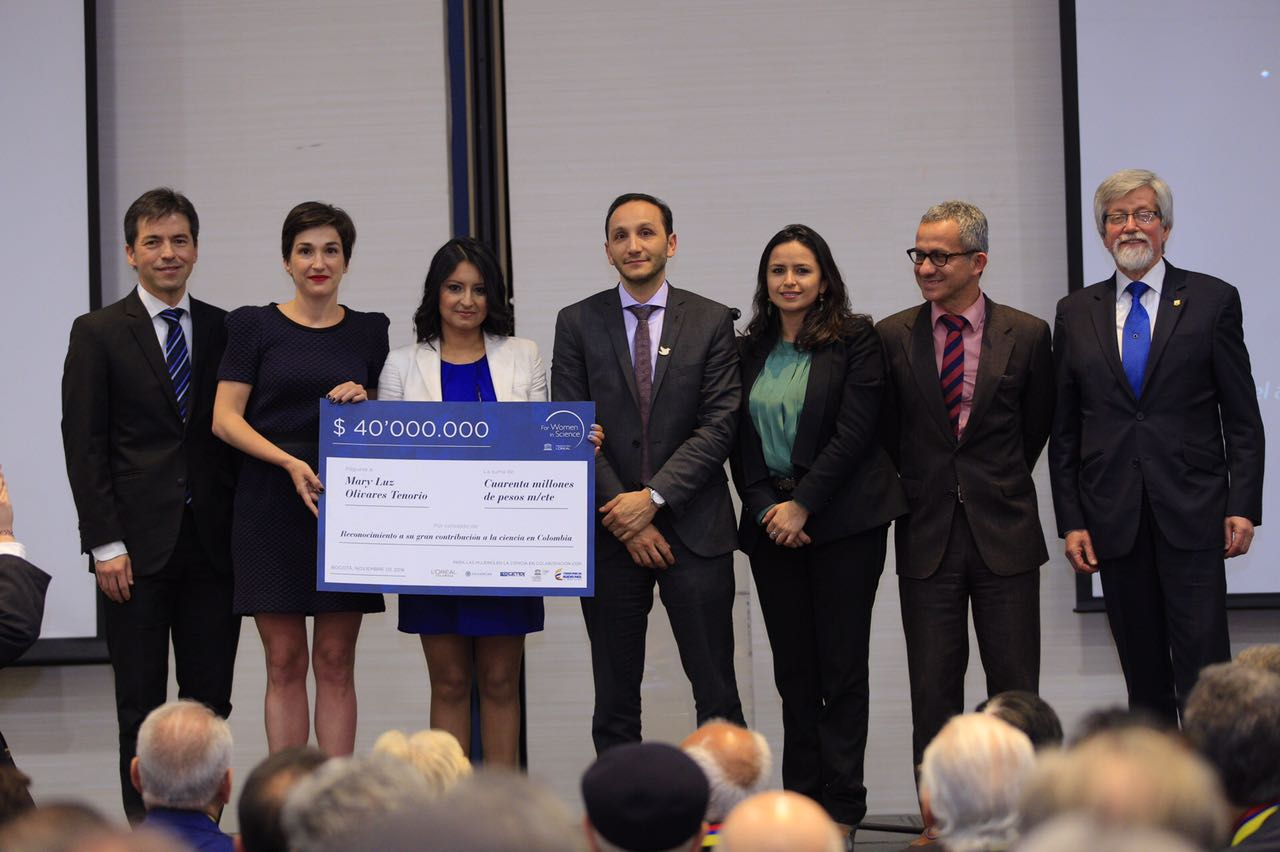 Nuestra directora del programa de Ingeniería de Alimentos Mary Luz Olivares, premiada por su investigación con la Uchuva