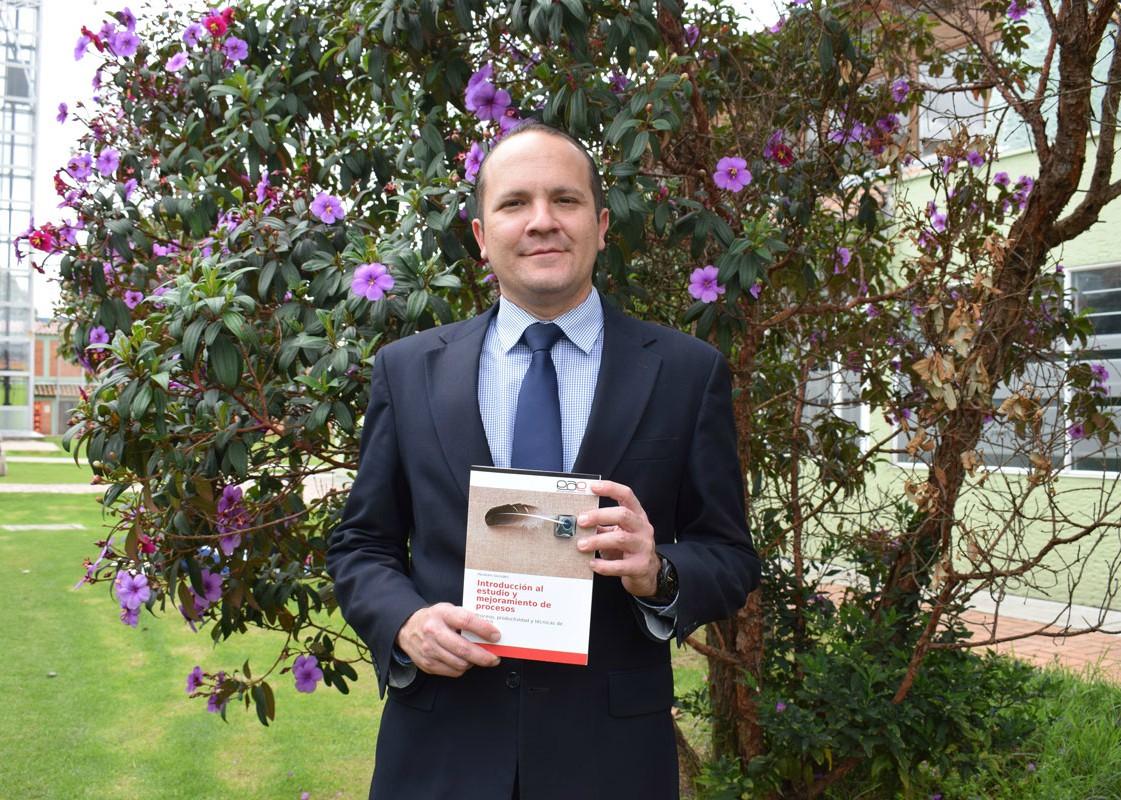 Director del Programa de Ingeniería Industrial busca con su libro facilitar procesos de enseñanza-aprendizaje en UNIAGRARIA