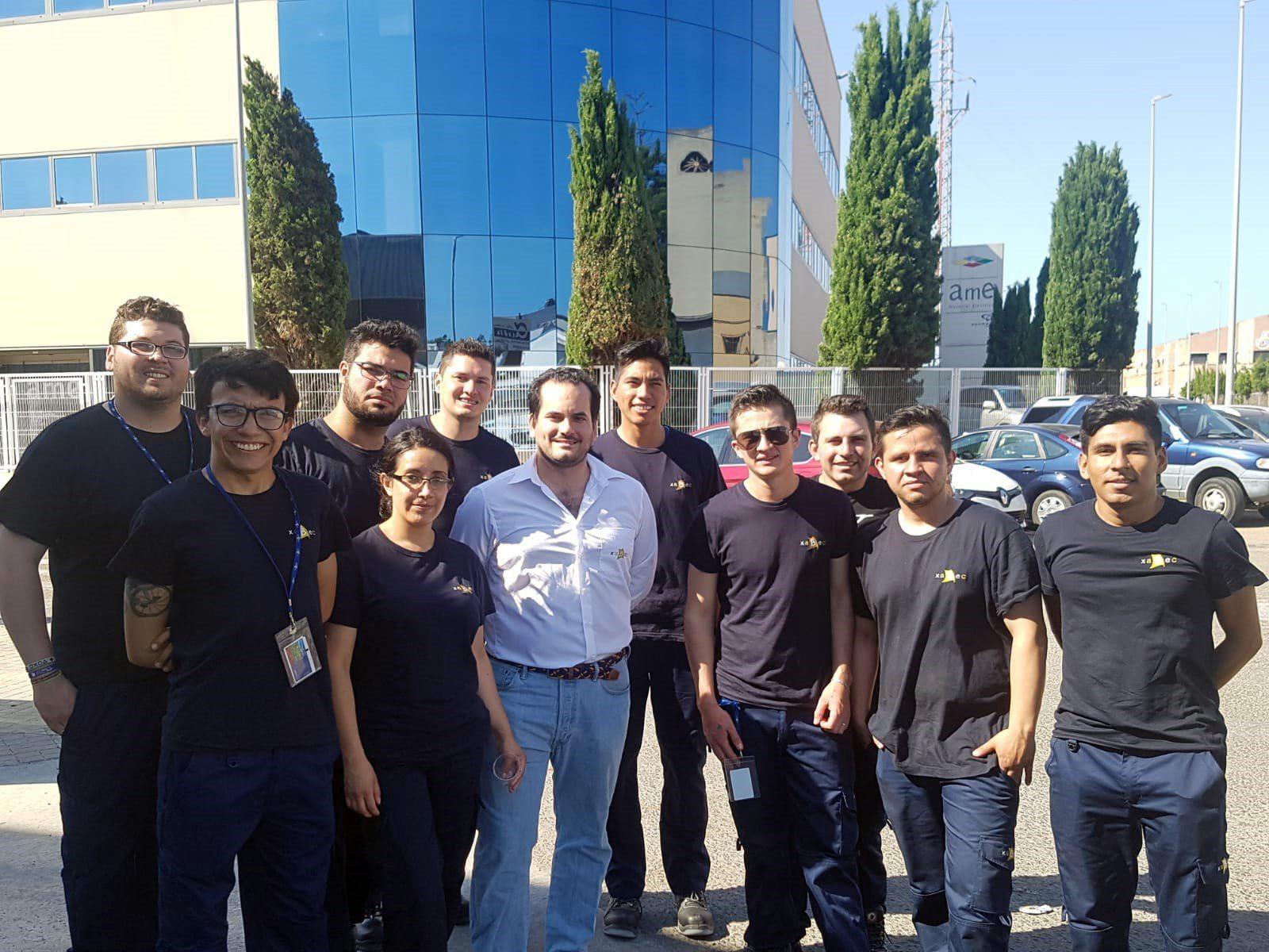 Estudiantes de Ingeniería Mecatrónica representándonos en España